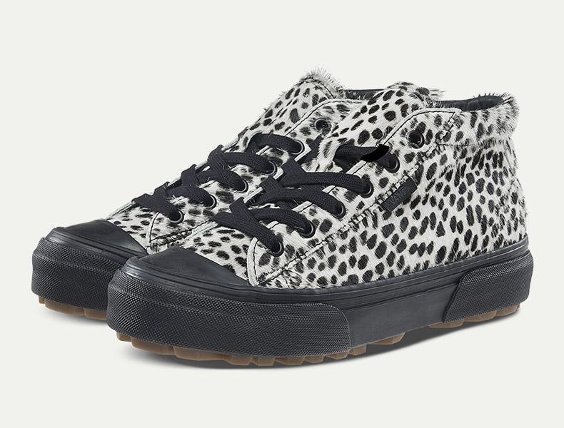 当豹纹元素与经典版式碰撞,Vans经典款高帮板鞋是潮人们不可错过的选择